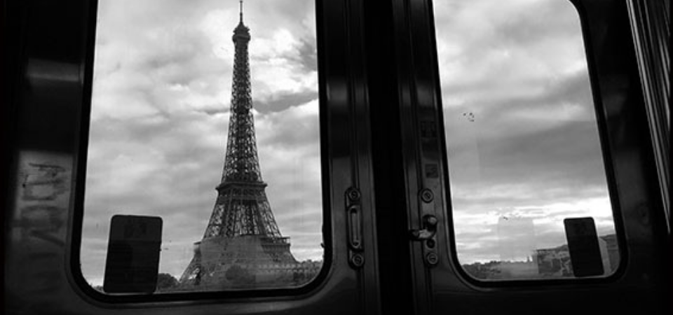 paris eiffel tower view metro