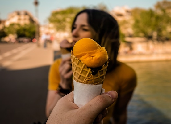 Person holding icecream
