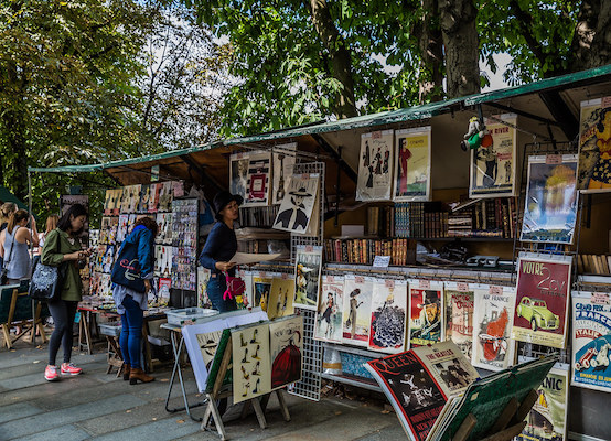 Bouquinistes by the Seine