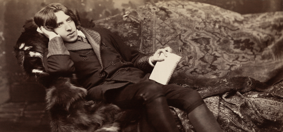 Oscar Wilde reclining with his notebook