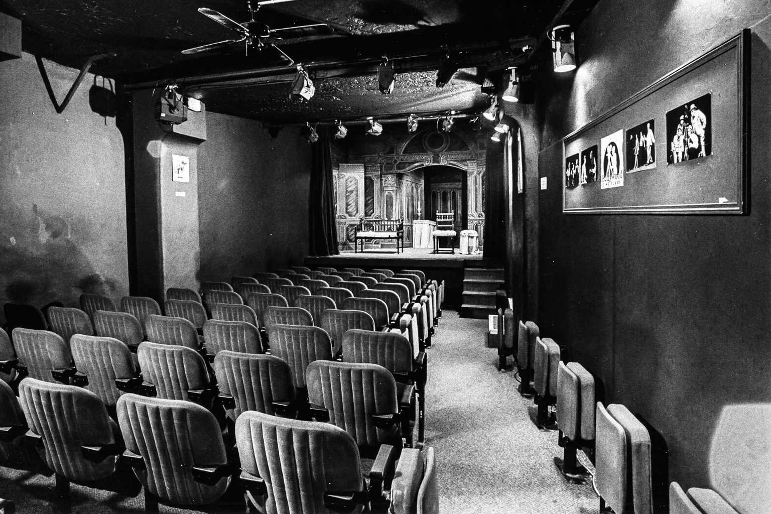 interior theatre huchette paris